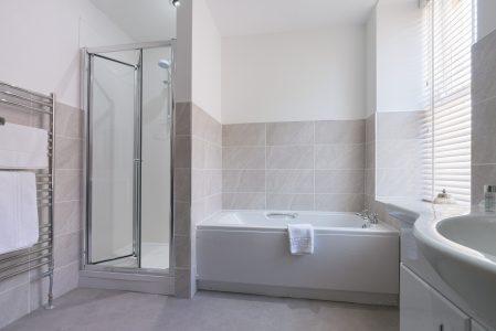 SwanHotelWhalley_Calderbathroom
