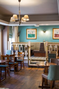 SwanHotelWhalley_Restaurantbalcony